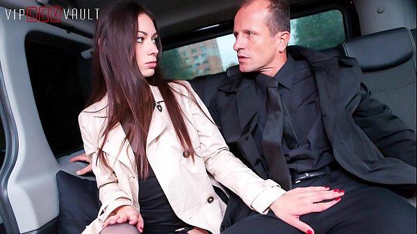 VIP SEX VAULT – Amazing Russian Honey Arwen Fucks Hard In Traffic With Her Cabby